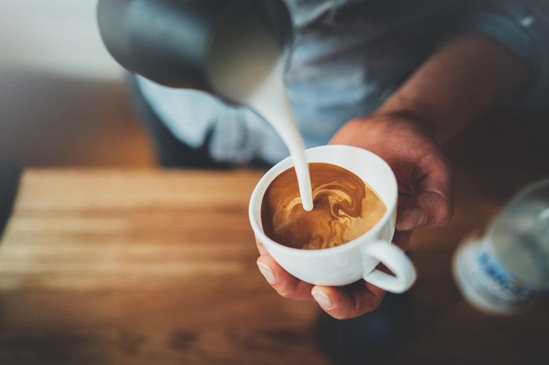 ดื่มกาแฟขณะท้องว่าง มีผลกระทบต่อสุขภาพอย่างไร